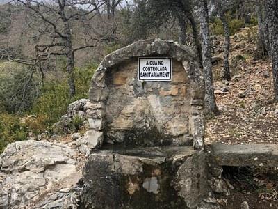 L'Ajuntament millora la connectivitat de l'aigua a la Font de La Fabregada.