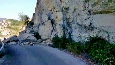Tall de carretera, per obres, a un dels accessos al Congost de Mont-rebei
